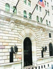 ARTICLE REVIEWS NEW YORK FEDERAL RESERVE BANK TOUR