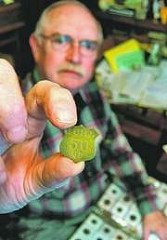 ARTICLE HIGHLIGHTS ROBERT LEE BURTON'S EASTERN SHORE PICKING AND CANNERY TOKENS