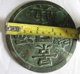 GIANT CHINESE COIN OF LE DYNASTY FOUND