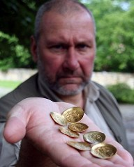 BULGARIAN ARCHAEOLOGISTS DISCOVER SEVEN 13TH-CENTURY GOLD COINS