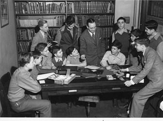 QUERY: CHASE MANHATTAN MONEY MUSEUM VISITORS CIRCA 1945
