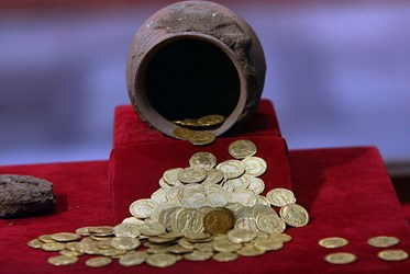 EGYPTIAN MUSEUM EXHIBIT: COINS THROUGH THE AGES