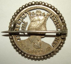 MORE ON THE CUTOUT ISABELLA QUARTER PIN