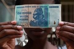 TOURISTS LOVE ZIMBABWE 100 TRILLION DOLLAR BANKNOTES