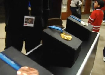 VIDEO: VANCOUVER 2010 WINTER OLYMPICS MEDAL DISPLAY