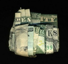 THE ORIGAMI-STYLE MONEY SCULPTURES OF ARTIST DAN TAGUE