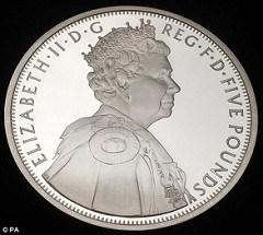 ROYAL MINT ISSUES DIAMOND JUBILEE FIVE POUND COMMEMORATIVE