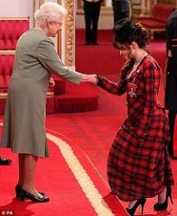 HELENA BONHAM CARTER RECEIVES CBE MEDAL