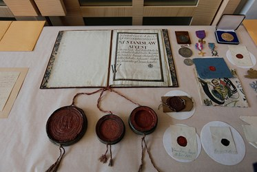STOLEN DOCUMENTS AND MEDALS RETURNED TO CHICAGO'S POLISH MUSEUM