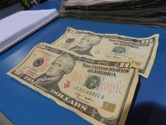 COUNTERFEIT BANKNOTES BEING SPENT IN TOURIST AREAS