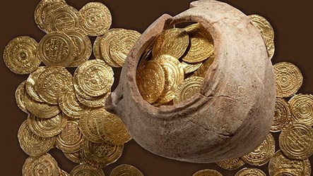 CRUSADERS' GOLD COIN HOARD FOUND IN ISRAEL
