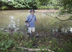 PHILADELPHIA MAN SEARCHES RIVER FOR HENNING NICKELS