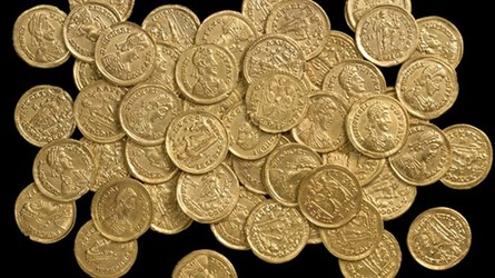 ROMAN GOLD COIN HOARD FOUND IN HERTFORDSHIRE