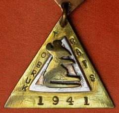 THE TRIANGULAR RATS OF TOBRUK MEDAL