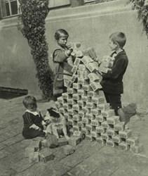 GERMAN CHILDREN USING INFLATION MONEY AS BUILDING BLOCKS