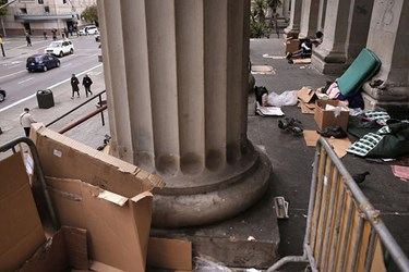 OLD SAN FRANCISCO MINT BUILDING ATTRACTS HOMELESS