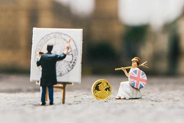 ROYAL MINT COMMISSIONS MINIATURE COIN TRIBUTE