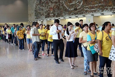 COLLECTORS LINE UP FOR BANK OF THAILAND COMMEMORATIVE