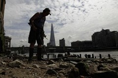 LONDON AUTHORITY IMPOSES MUDLARK PERMIT FEE