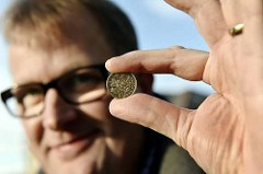 COIN MACHINE FIRMS RETOOL FOR NEW POUND COIN