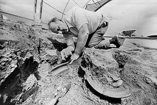 COLONIAL ARCHAEOLOGIST NOëL HUME