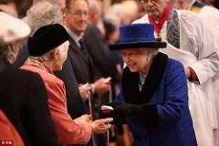 THE QUEEN PRESENTS MAUNDY THURSDAY COINS