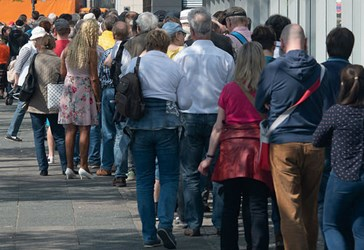 GERMANS LINE UP TO BUY SPECIAL EURO COIN