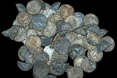 ANGLO-SAXON COIN HOARD FOUND IN SUFFOLK