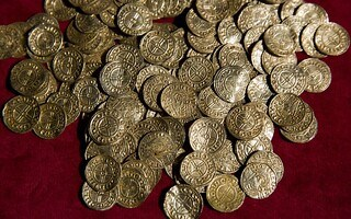 DETECTORISTS ACCUSED OF STEALING COIN HOARD