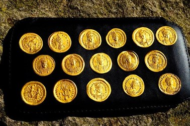 BYZANTINE GOLD COINS FOUND IN BULGARIA