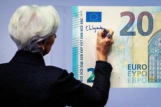 CHRISTINE LAGARDE SIGNS EURO BILLS