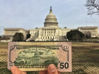 MAN'S MISSION TO PHOTOGRAPH SITES ON BANKNOTES