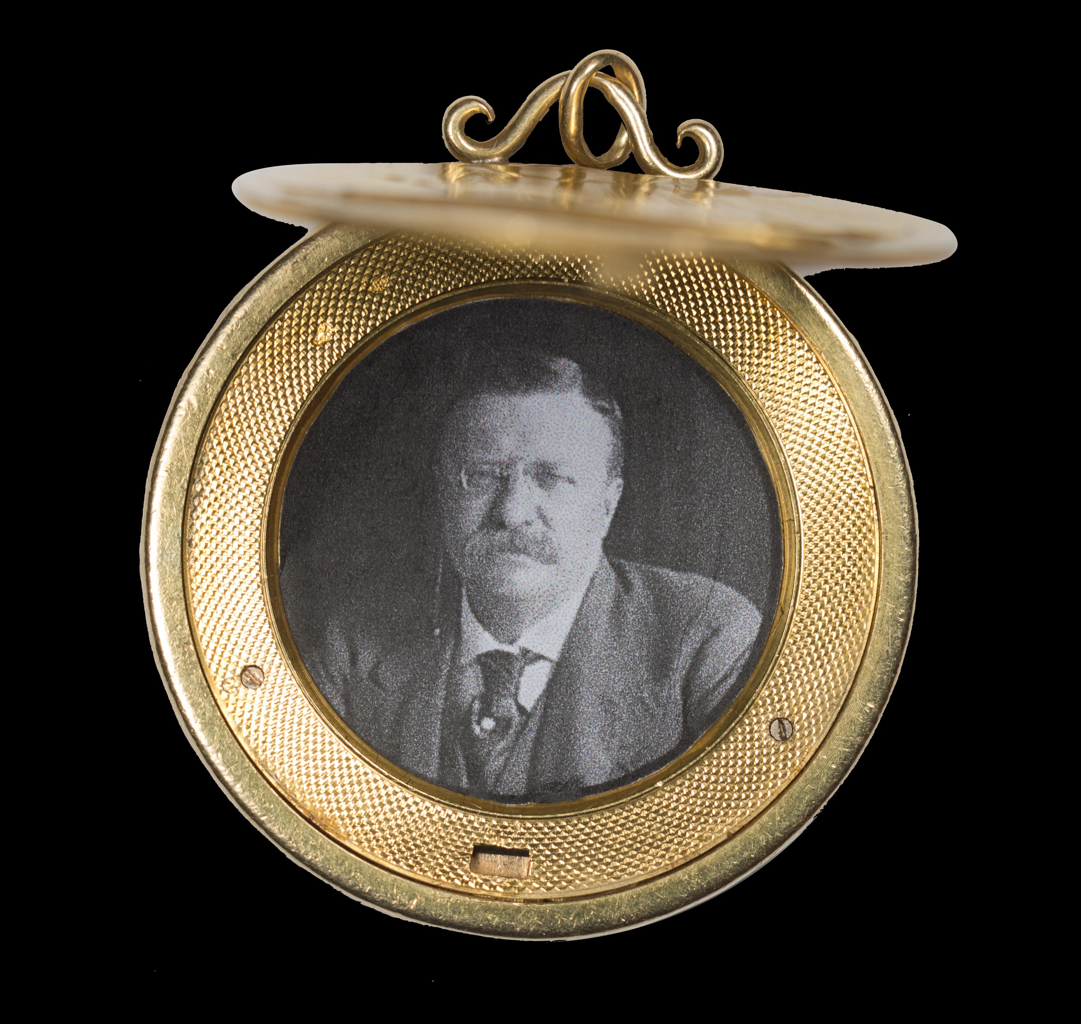 1907 High Relief $20 Photo Locket
