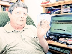 NEWSPAPER ARTICLE PROFILES NUMISMATIC WRITER ED REITER