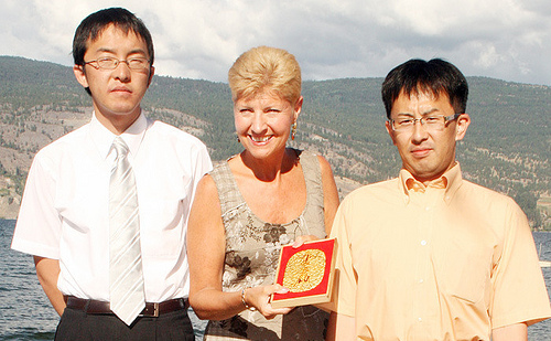 TOYOKORO, JAPAN GIVES GOLD OBAN COIN TO SISTER CITY