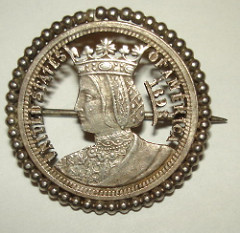 INTERESTING CUTOUT ISABELLA QUARTER PIN