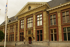 MORE ON CUTBACKS AT HOLLAND'S GELDMUSEUM