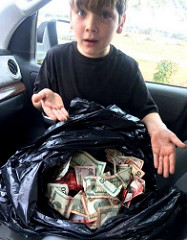 BOY FINDS, RETURNS STOLEN BANKNOTES